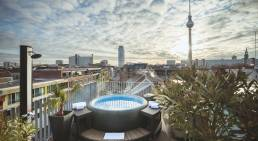 View of the hot tub at the rooftop bar of The Weinmeister Hotel Berlin-Mitte